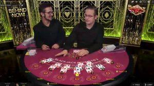 Een van de live blackjack versies is Party Blackjack, met twee croupiers